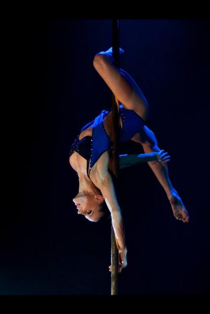 JY SERVE Orchestre Spectacles du monde : Pole dance
