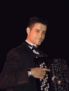 JY SERVE accordéoniste basé en Isère